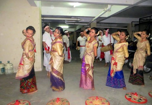 BANGALOREANS SOAKED INTO BIHU HUSORI
